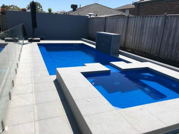 Fibreglass Swimming Pool With Spa Spillway